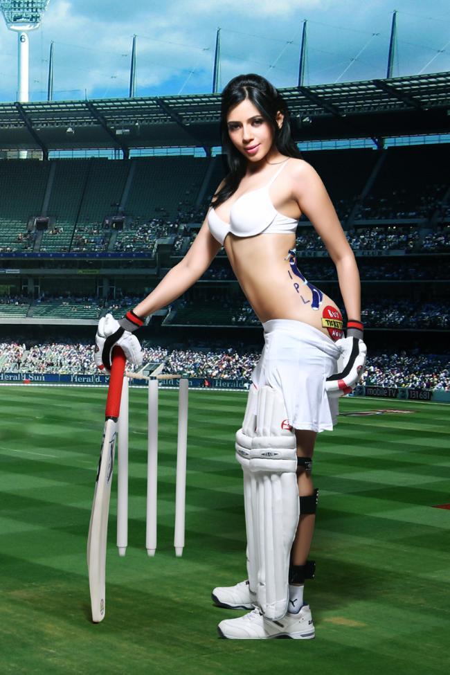 Cricket babes Rozlyn-Khan-1