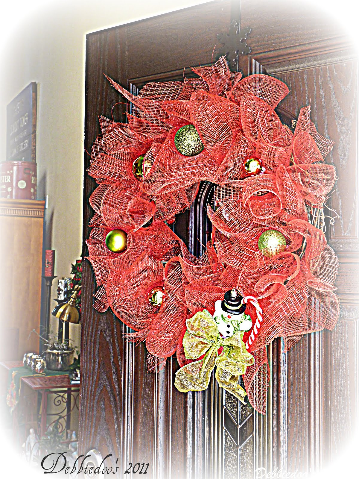 Mesh Christmas Wreath On The Front Door {diy}