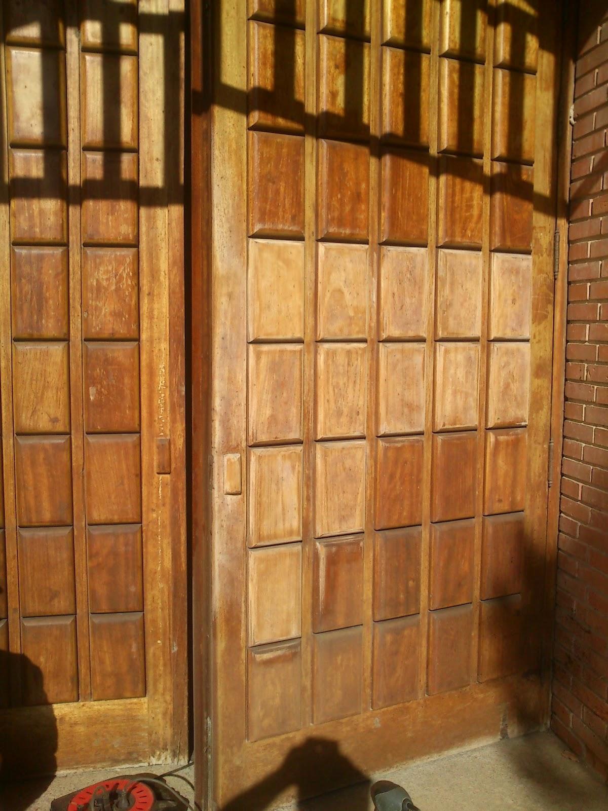Boizacomunidades restauraci n de puertas de madera for Restauracion tejados de madera