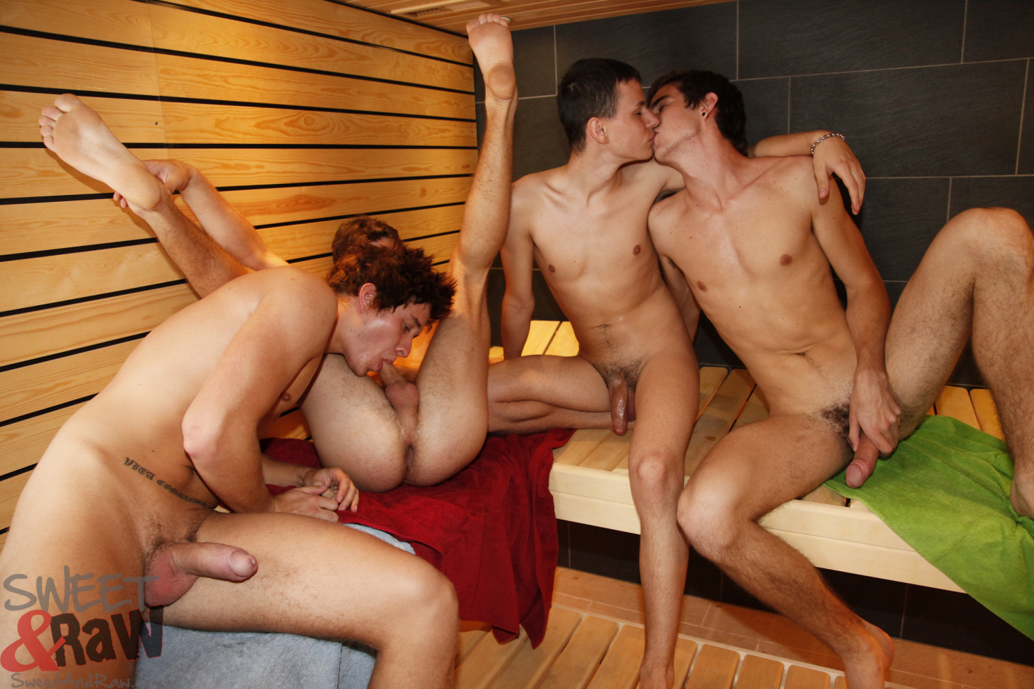 gay schaumparty handjob in der sauna