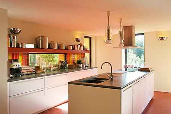 Conception moderne d 39 une maison au bord du lac d cor de for Cuisine moderne coloree