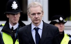 """""""Soy un perseguido politico..."""" J. Assange"""