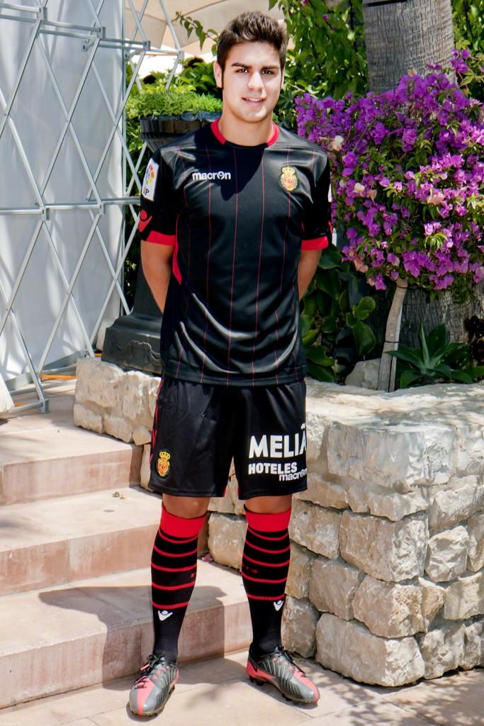 كرة قدم حصري : أزياء فرق الدوري الاسباني لموسم 2012 - 2013 4-1024x7681.jpg