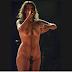 Cantora Bárbara Eugênia tira a roupa em show e pede naturalização da nudez