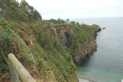 De Viavélez a Porcía, playa de Monellos