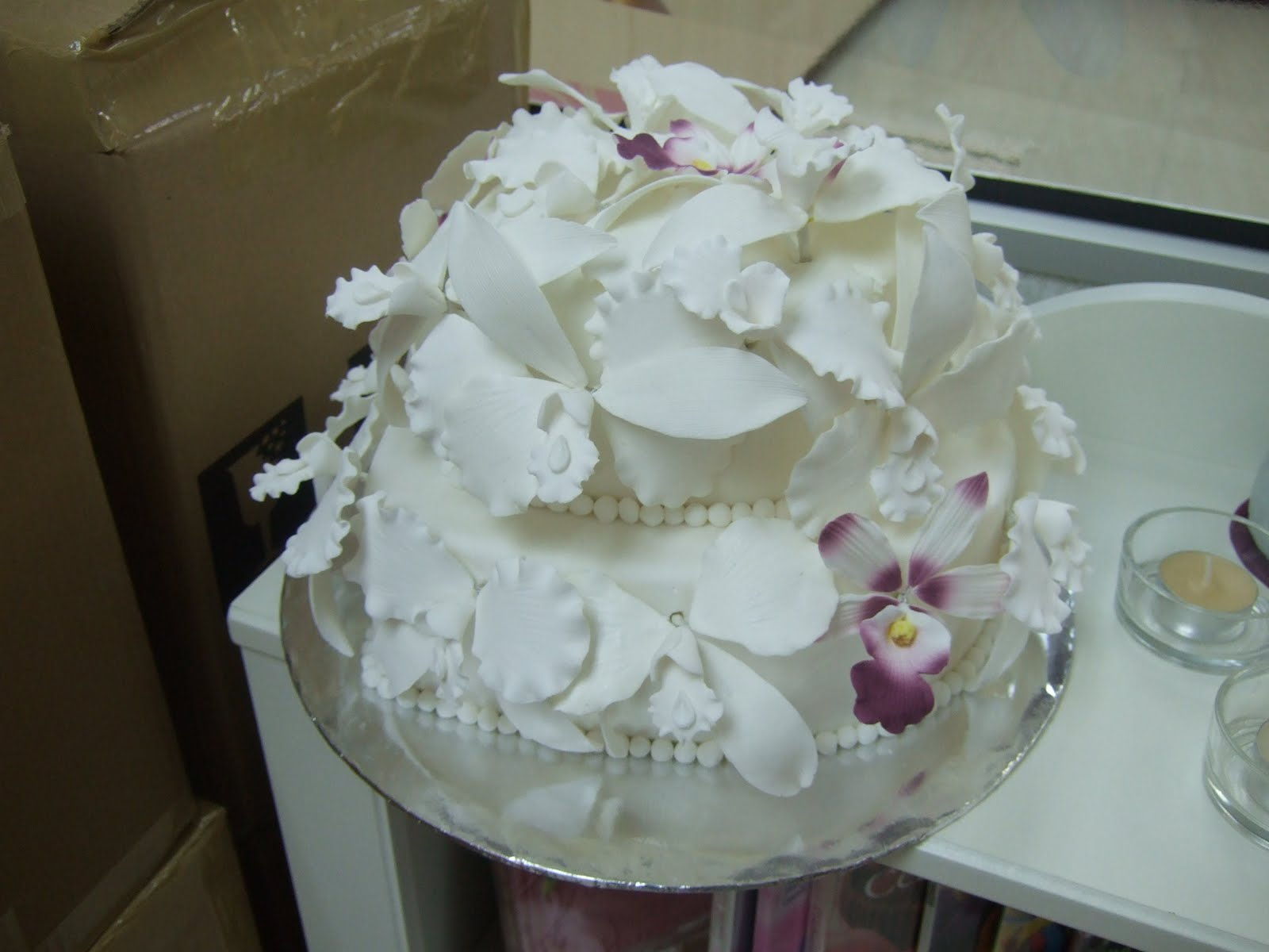 homemade fondant cakes 2 tiers Wedding cake sugarpaste