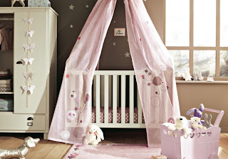 cuarto para bebé en rosa y chocolate