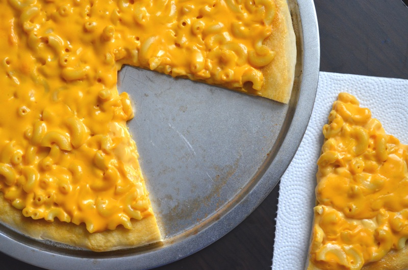 For the Love of Dessert: Mac n' Cheese Pizza