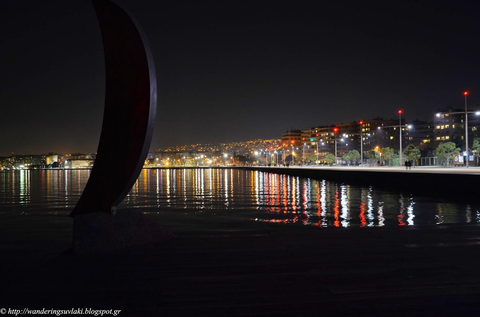 Νέα παραλία Θεσσαλονίκης τη νύχτα