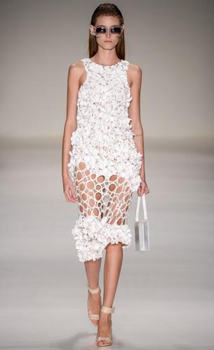 PatBo verão 2016 vestido com aplicações de flores e recortes