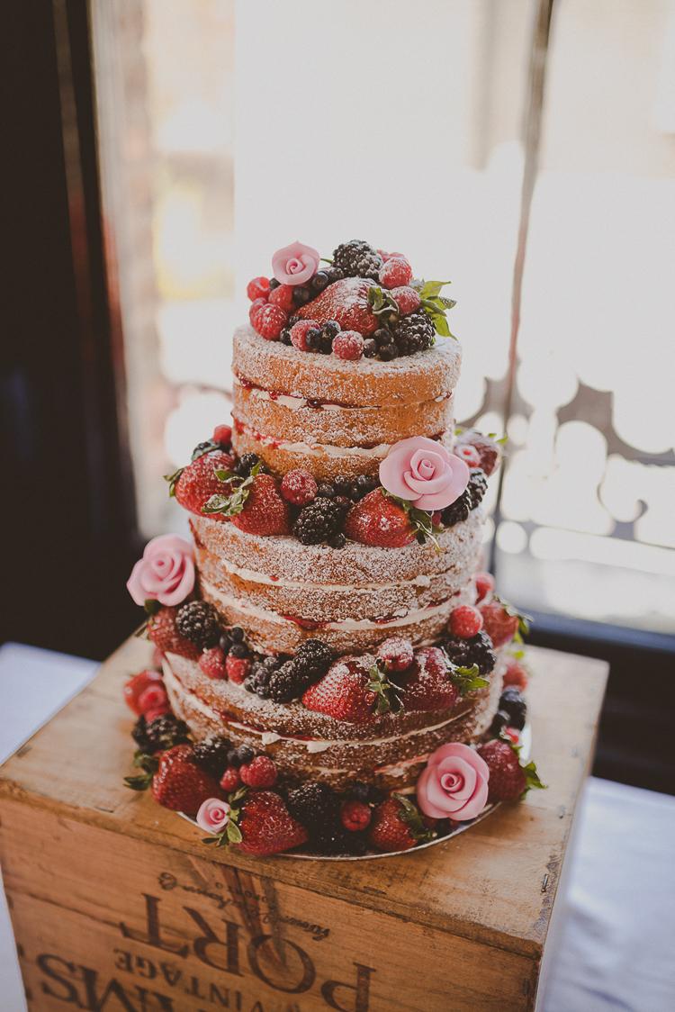 Bánh ngọt trong tiệc cưới