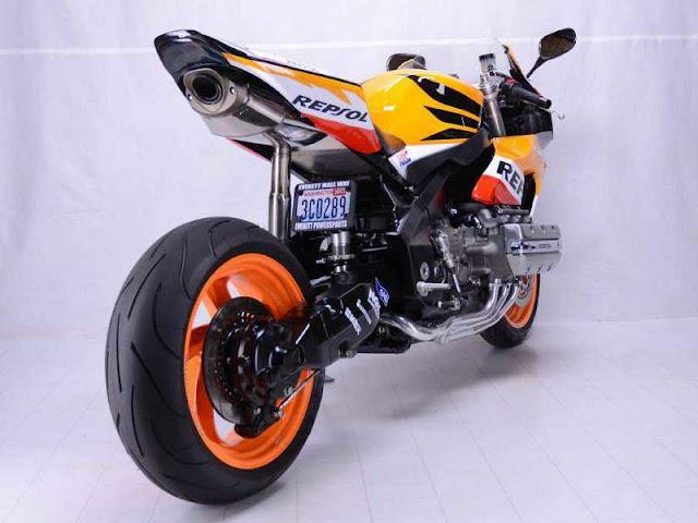 Honda CBR 1800 RR | Honda CBR 1800 RR Build Info | Honda CBR 1800 RR Images