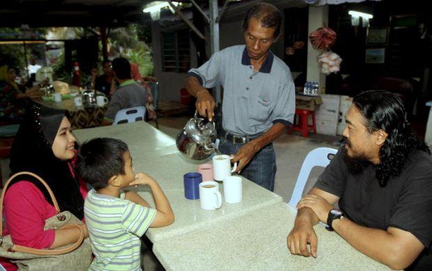 Teh Herba Lelaki Melaka Ini Boleh Sembuhkan 15 Penyakit
