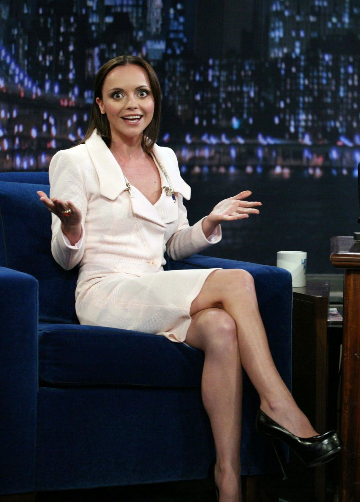 http://1.bp.blogspot.com/-ut29KOgGuWo/TmE1UebZSRI/AAAAAAAAAlg/o5HjU9RbfvQ/s1600/47734_Christina_Ricci_Late_Night_with_Jimmy_Fallon_August_31_2011_05_122_1028lo.jpg