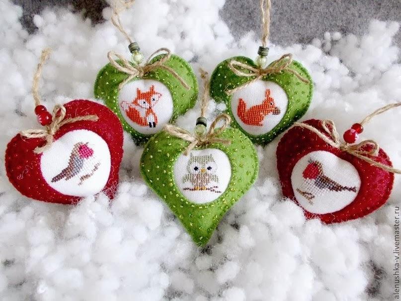 Новогодние игрушки с вышивкой и фетром