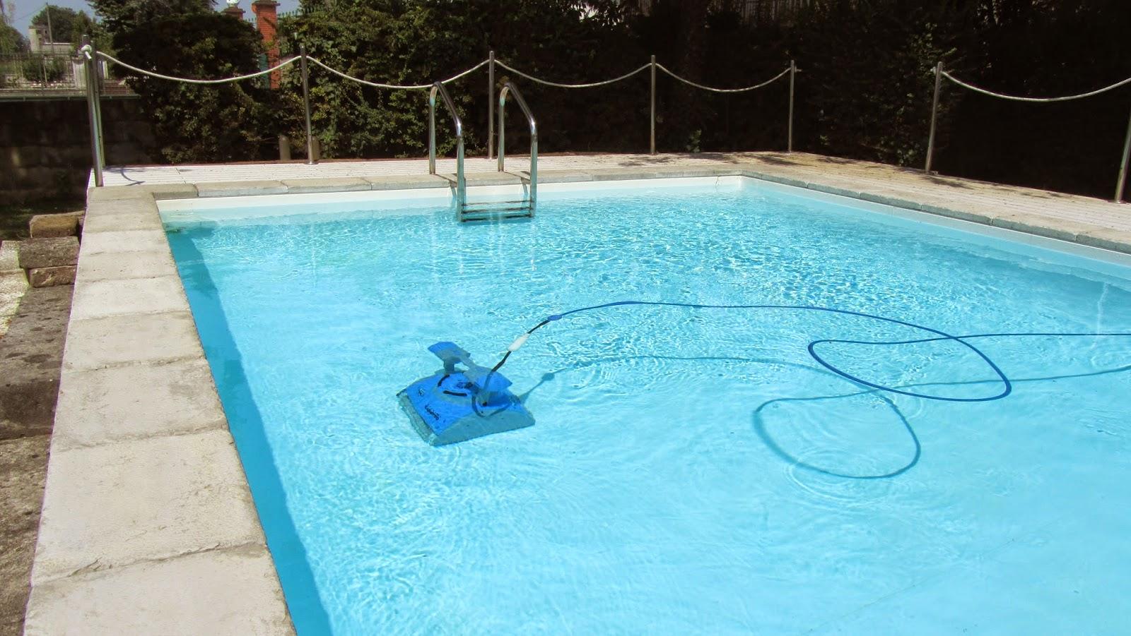 Pulizia del fondo senza fatica piscine laghetto news blog - Aspiratore per piscina ...