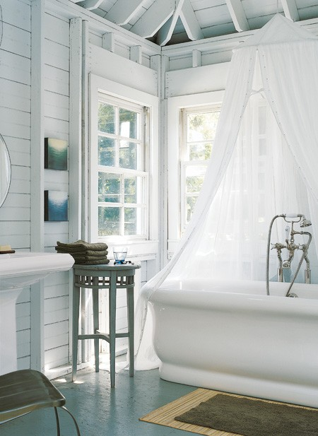 Vintage farmhouse farmhouse bathroom - Salle de bain romantique photos ...