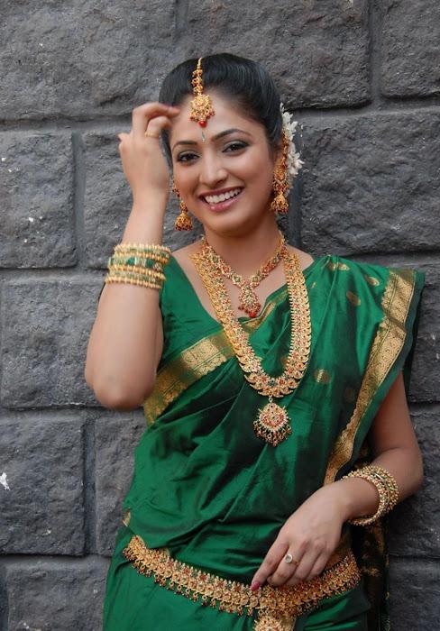 hari priya in saree cute stills