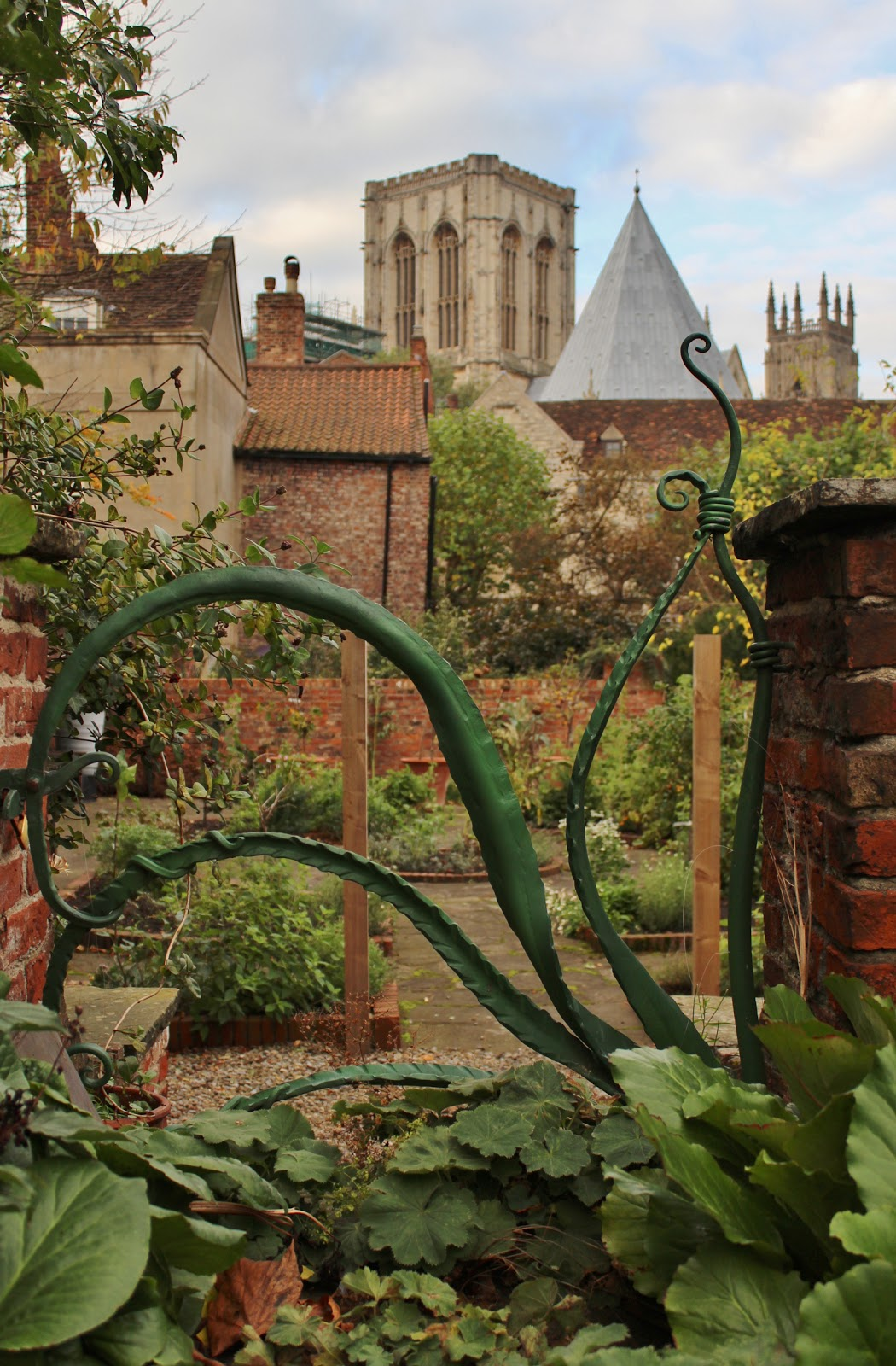 Ginnels Gates and Ghosts: Jolly Green Giant Bean