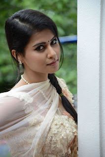 Sharmila Mandre pos at Kevvu keka SM 015.jpg