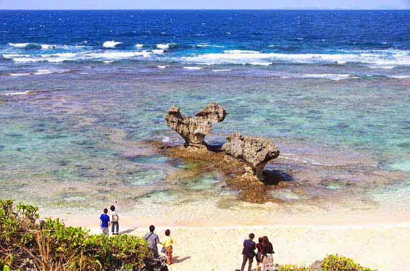Heart Stone, Kouri-jima, island, tourists