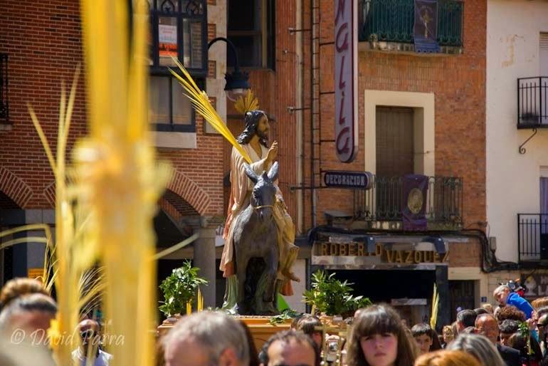 http://interbenavente.es/not/7178/la-semana-santa-de-benavente-en-las-fotos-de-david-parra/