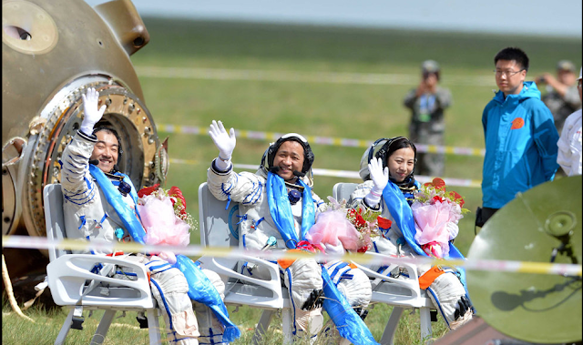 ShenZhou-10 safe landing
