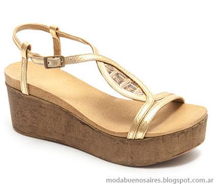 Sandalias doradas moda verano 2015.