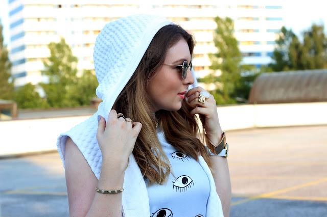 eye dress, kenzo, romwe, blogger, modebloggerin, hamburg, overdivity, weiße weste, steppungen, gelbe sonnenbrille, runde gläser, river island sandalen mit goldener schnalle,