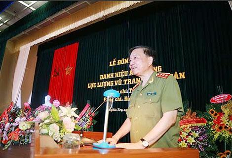 Thượng tướng Tô Lâm, Ủy viên TW Đảng, Thứ trưởng Bộ Công an, đại diện cho gia đình Anh hùng LLVTND Đại tá Tô Quyền, phát biểu tại buổi Lễ.
