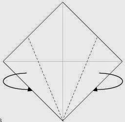 Bước 2: Gấp chéo hai cạnh hai bên tờ giấy về đằng trước.