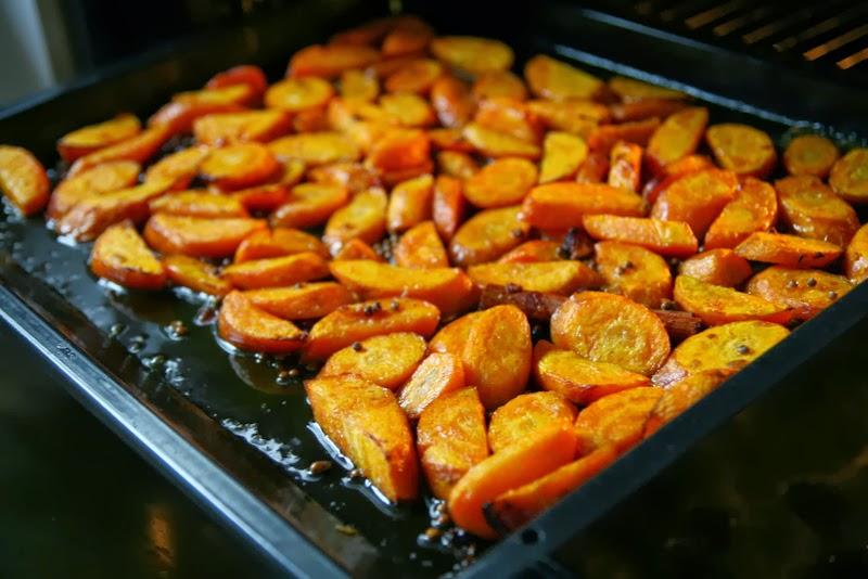 aardappels en wortels uit de oven