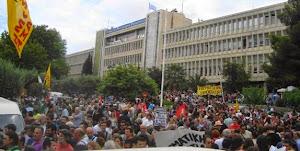 ¨Εξω από την ΕΡΤ με την απεργία 13/6/2013