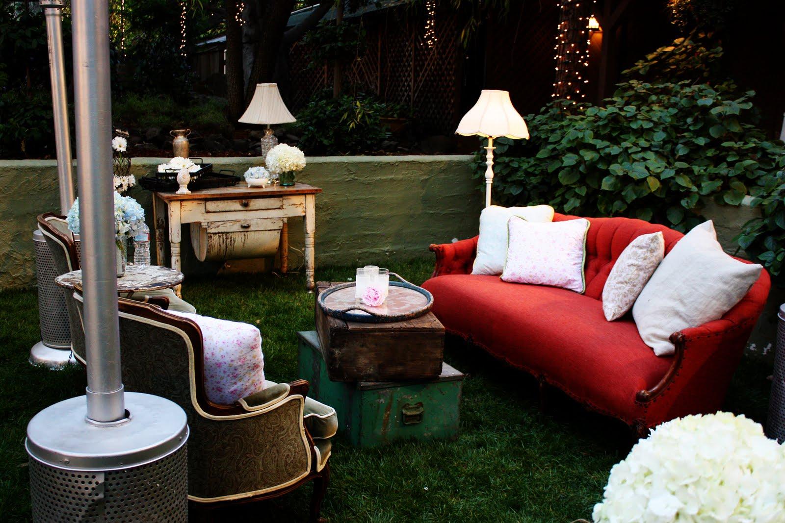 http://1.bp.blogspot.com/-uvPS1XFog8E/TbEwoB3ls9I/AAAAAAAADGw/gIufOU2M3ZE/s1600/Shabby+Chic+Wedding+-+lounge+area.jpg