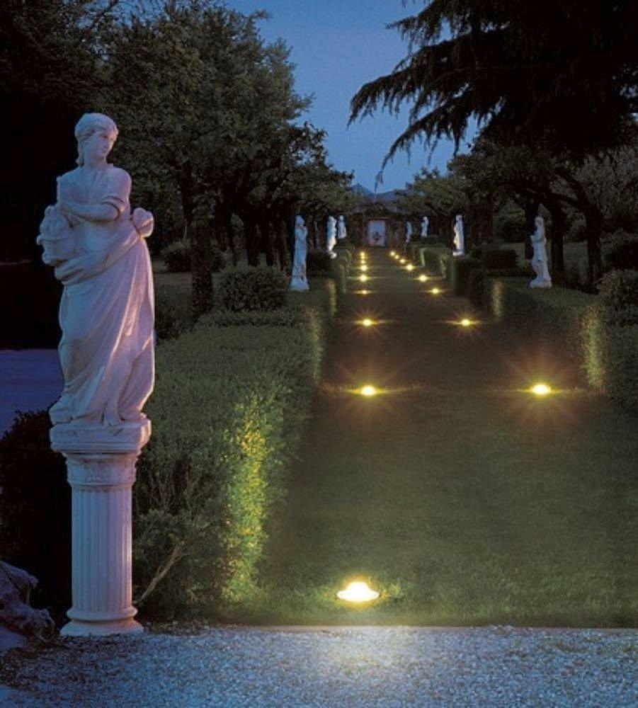 Sweethome como iluminar tu jard n for Focos para exterior jardin