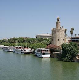 Torre del Oro y  río Wad al Kabir