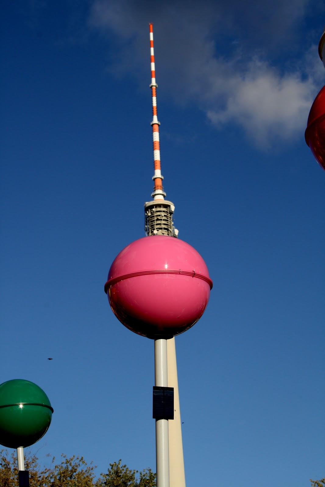 berlin-jubilee-775-ans-ville-de-la-diversité-fernsehturm-rose