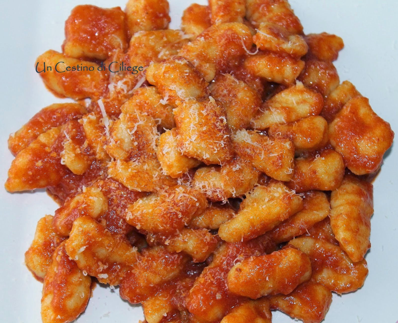 http://uncestinodiciliege.blogspot.it/2014/11/gnocchi-di-patate-al-pomodoro.html?utm_source=bp_recent&utm-medium=gadget&utm_campaign=bp_recent