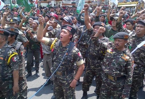 Ribuan Banser Blitar Demo Tolak Komunis Gaya Baru