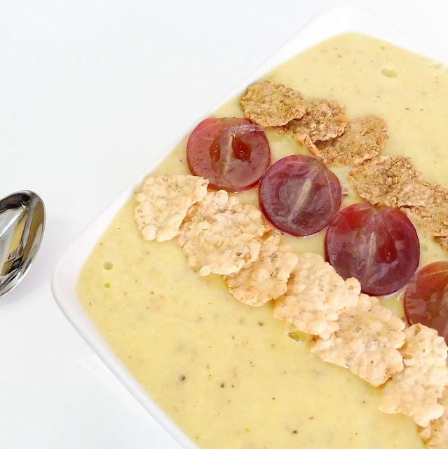 Smothie bowl de yogurt y cereales