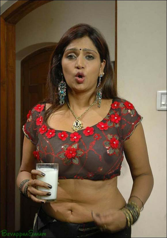 Bhuvaneswari Hot Cleavage