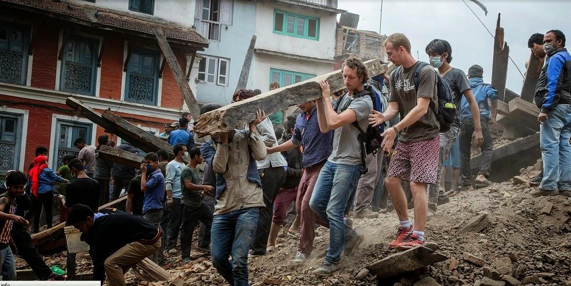 gambar gempa nepal