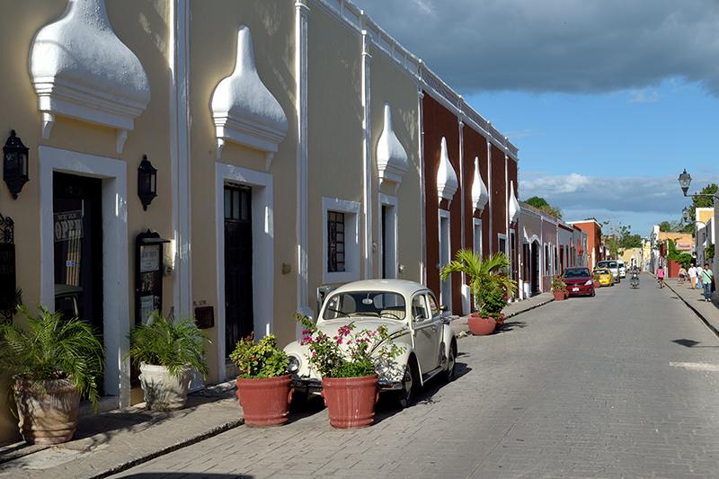 Maisons colorées dans une rue de Valladolid