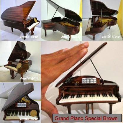 miniatur piano