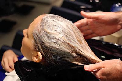 5 Masker Alami Untuk Perawatan Rambut