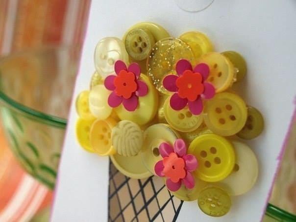 Thiệp Handmade Làm Từ Nút Áo Siêu Cool