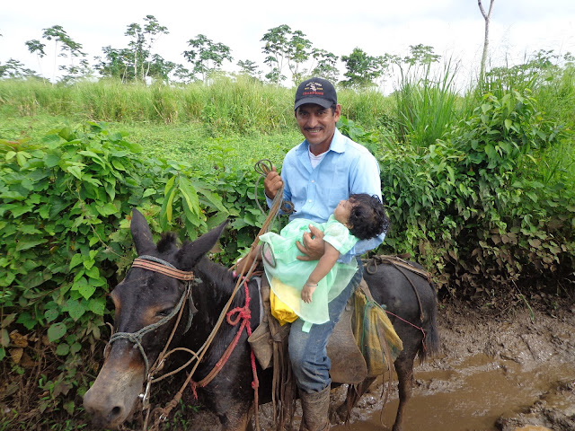 Catequista en Nicaragua y familia