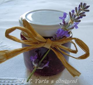 Confettura di ciliegie e lavanda