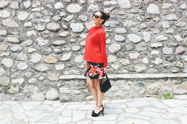 "outfit: Trumpet mini skirt + High neck top.Calliope trumpet floral mini skirt.Red high neck top.H&M suede sandals.Vintage patent purse.Dita ""Supa-dupa"" sunglasses.How to wear trumpet skirt.Cvetna trumpet (truba) mini suknja."