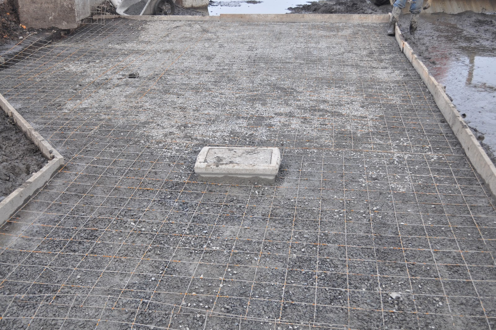 how to clean mud off concrete floor